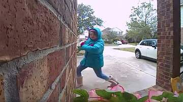 Patrick Sanders - This Girl Scout Caught On Doorbell Cam Hard Selling Cookies Is Awesome!
