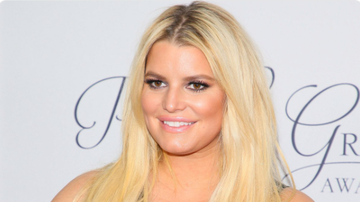 BC - Pregnant Jessica Simpson Breaks Toilet Seat, Issues Warning