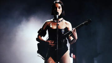 Trending - St. Vincent Opens Up About Empowering Women In The Music Industry