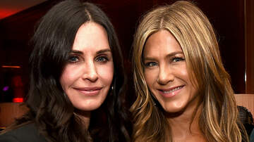 Music News - Jennifer Aniston & Courteney Cox's Flight Forced To Make Emergency Landing