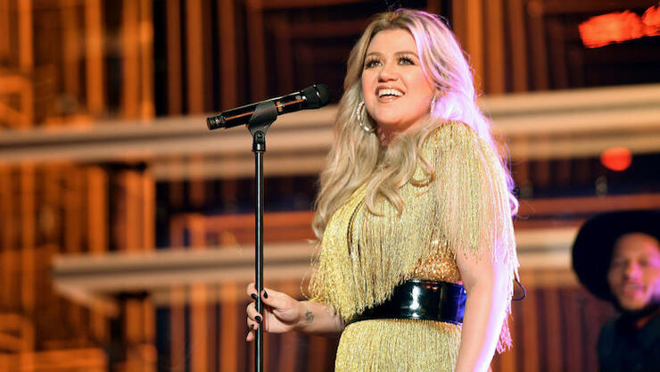 Kelly Clarkson Makes Her Talk Show Audience 'Roar' With Katy Perry Cover | iHeartRadio