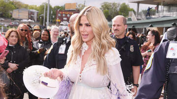 Crystal Rosas - OUCH! Fake Fan Roasts Kim Zolciak on Live TV!