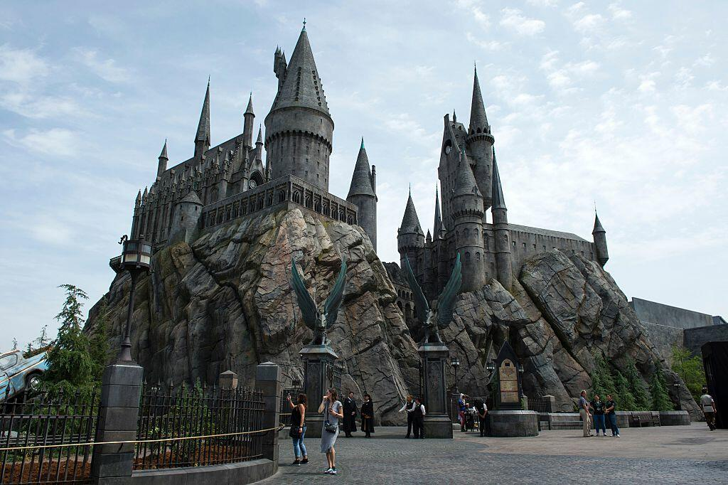 Harry Potter fans can now LIVE at Hogwarts!