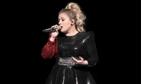 Trending - Kelly Clarkson Reveals Her Father 'Passed Away Months Ago'