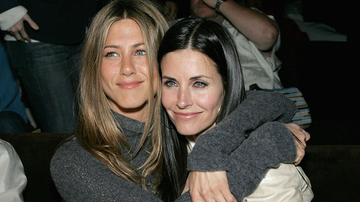 Entertainment News - Courteney Cox Recalls Scary Emergency Landing With Jennifer Aniston