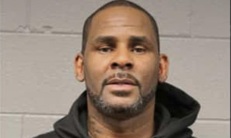 Trending - R. Kelly Turns Himself In To Chicago Police After Criminal Charges