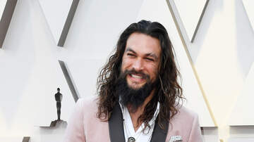Wendy Wild - Aquaman Wearing A Scrunchie On The Red Carpet Steals The Show