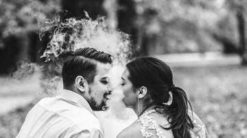 Kate - Vaping in Your Wedding Photos Is the New Trend