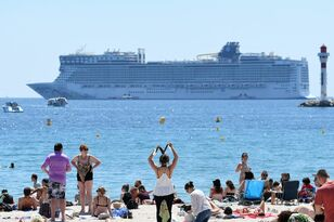 This video proves that cruise ships don't F around!