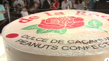 Qui West - 100 People Make The World's Biggest Mazapan Ever!