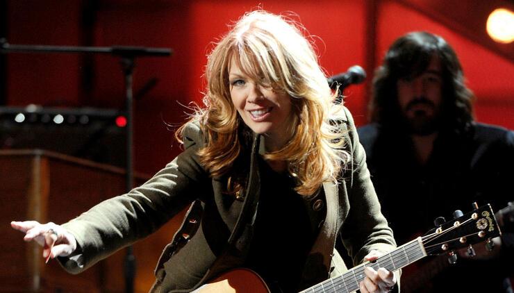 "Nancy Wilson Says Heart's ""Barracuda"" Riff Was Taken From Nazareth | iHeartRadio"