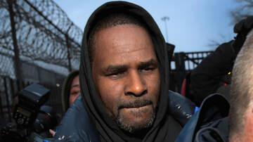 Entertainment - R. Kelly Talks To Reporters After Release From Jail