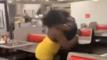 Patrick Sanders - Beaumont, Tx Waffle House Fight Caught On Video