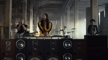 Trending - Steve Aoki and Blink-182 Share 'Why Are We So Broken' Video: Watch