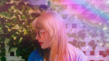 Ryan Seacrest - Taylor Swift Posts Dreamy Pics Ahead of 2019 iHeartRadio Music Awards