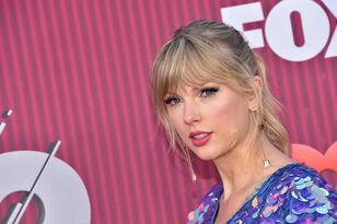 Taylor Swift Rocks Pink Hair, Butterfly Heels at iHeartRadio Music Awards