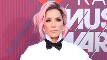iHeartRadio Music Awards - Halsey Sings Through Scary Wardrobe Malfunction At iHeartRadio Music Awards