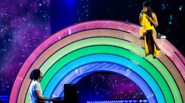 iHeartRadio Music Awards - Kacey Musgraves, Chris Martin Perform 'Rainbow' At iHeartRadio Music Awards