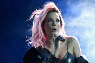 You Need To Hear Halsey's Empowering Fangirls Award Acceptance Speech