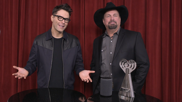 iHeartRadio Music Awards - Garth Brooks & Bobby Bones Present Game Changer Tech Award to Amazon Alexa