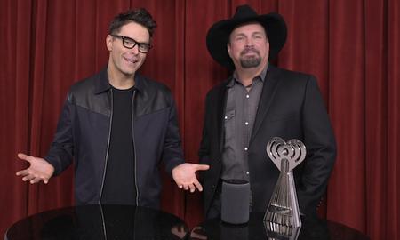 Music News - Garth Brooks & Bobby Bones Present Game Changer Tech Award to Amazon Alexa