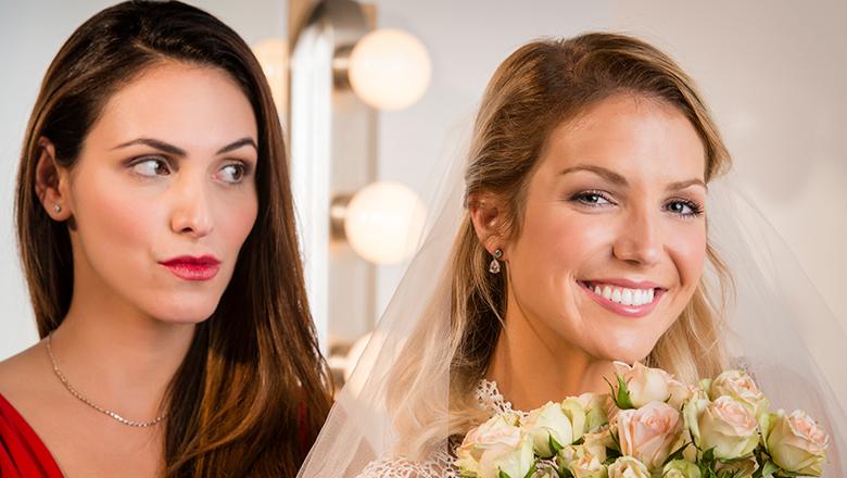 Bridezilla's Scam Ruined By Her Own Wedding Photos