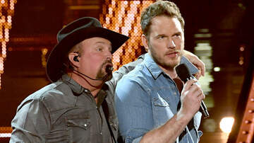 Entertainment News - Chris Pratt Geeks Out Over Garth Brooks iHeartRadio Music Awards Duet