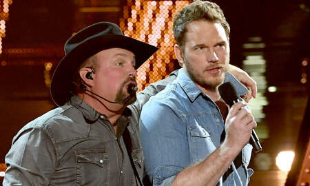 Music News - Chris Pratt Geeks Out Over Garth Brooks iHeartRadio Music Awards Duet
