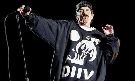 Rock News - Red Hot Chili Peppers Cover Radiohead's 'Pyramid Song' At Egyptian Pyramids
