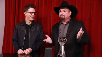 Bobby Bones - Bobby Shares BTS Moments With Garth Brooks From iHeartAwards 2019