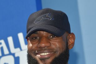 Does this video prove why Lebron can't be considered the best ever?