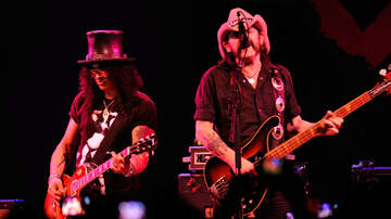 Rock News - Slash Didn't Care That Lemmy Hit On His Girlfriend The First Time They Met