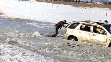 WOC Local News - Iowa Trooper helps driver in icy water after I-35 rollover