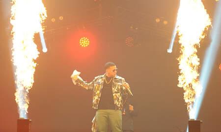 Enrique Santos - Daddy Yankee se estrena con James Corden