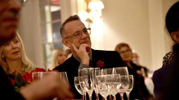 Carolyn McArdle - Watch: Tom Hanks Sing 'Happy Birthday' To A Woman In Restaurant!