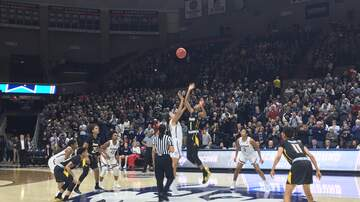 Basketball (W) - UConn Women roll past Towson in NCAA Opener