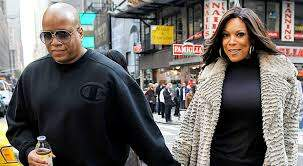 Viva La Koi - Wendy Williams husband had a baby?