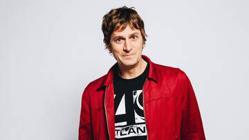 Entertainment News - Rob Thomas Previews Autobiographical Album 'Chip Tooth Smile'