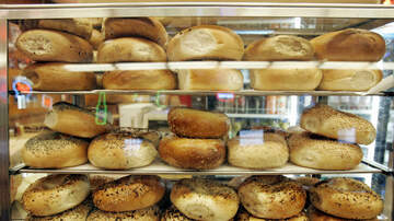 Mo' Bounce - You Need To See How This Guy Sliced His Bagels