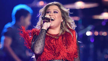 Dana Tyson - Kelly Clarkson Tears Up Closing Her Tour: 'I Come From Nothing'