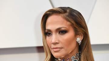 JJ - Jennifer Lopez Shows Off Her Abs in Pink Bikini