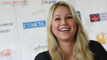 Johnjay And Rich - Anna Kournikova Body-Shamed For Bikini Pic 15 Months After Giving Birth