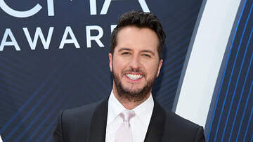 Frankie D - Luke Bryan's expression during Carrie Underwood performance!