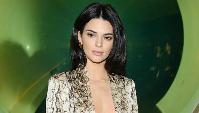 Kendall Jenner Trolls Khloe Kardashian For Saying They Look Alike