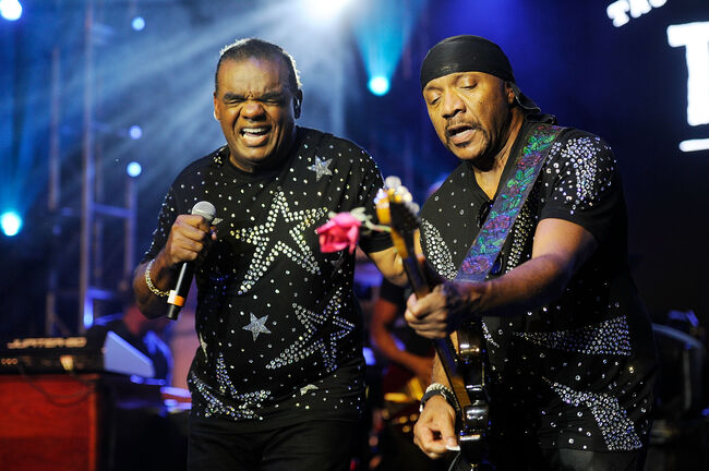 Isley Brothers performing (Getty Images)