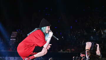 Maxwell - Billie Eilish Powers Through Show After Spraining Her Ankle in Milan