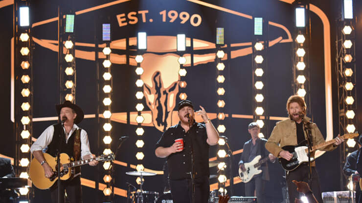 """""""Brand New Man"""" Brooks and Dunn with Luke Combs 