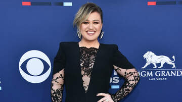 Music News - Kelly Clarkson Busts A Move For #Danceordonate Challenge Against Cancer