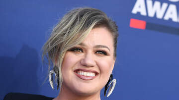 Tanya Rad - You're About To Love Kelly Clarkson Even More After This Cringeworthy Story