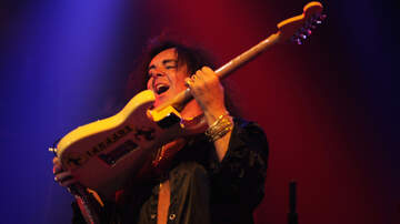 Ken Dashow - Watch Yngwie Malmsteen Try To Destroy An 'Unbreakable' Guitar